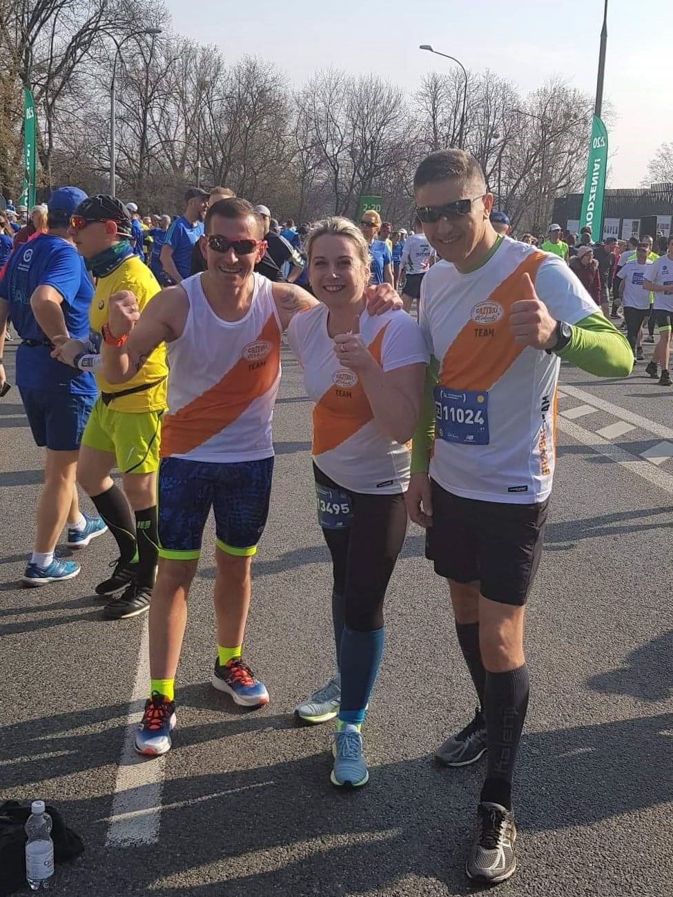 Ania, Darek i Marcin przed startem.   14. PZU Półmaraton warszawski - 31 marca 2019r.