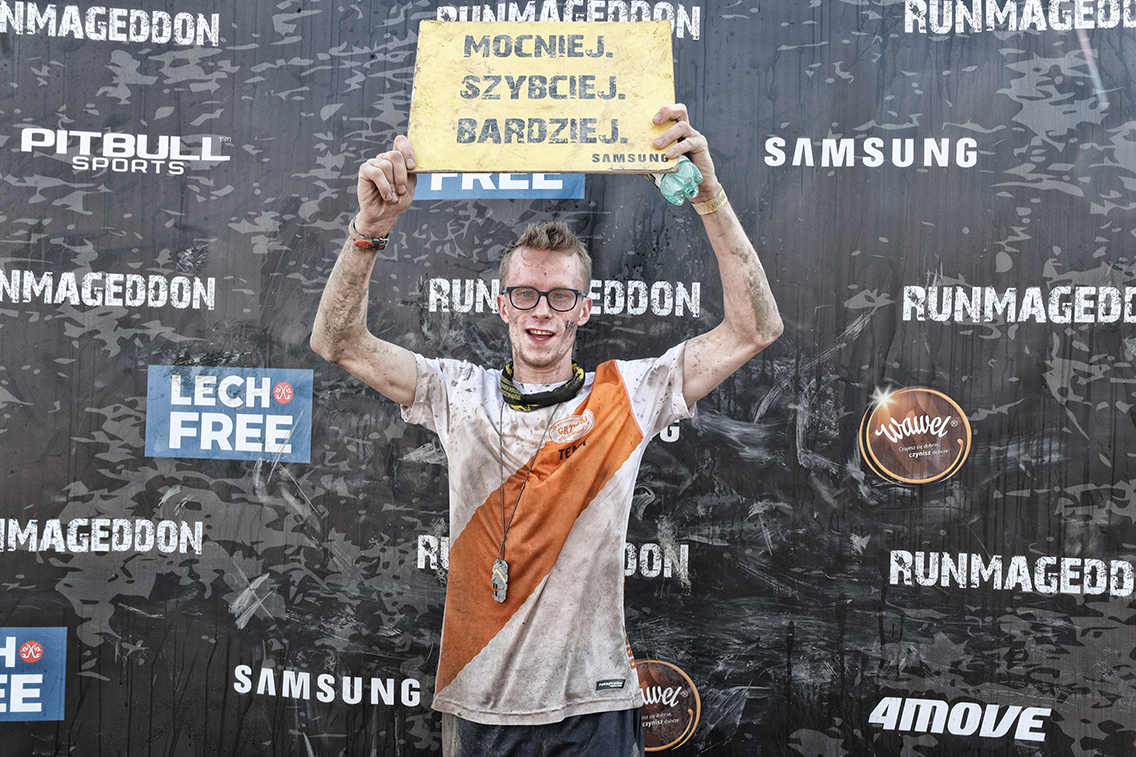 Damian po przebiegnięciu 6km i pokonaniu 30 przeszkód!   Runmageddon - Warszawa 25 maja 2019 r.