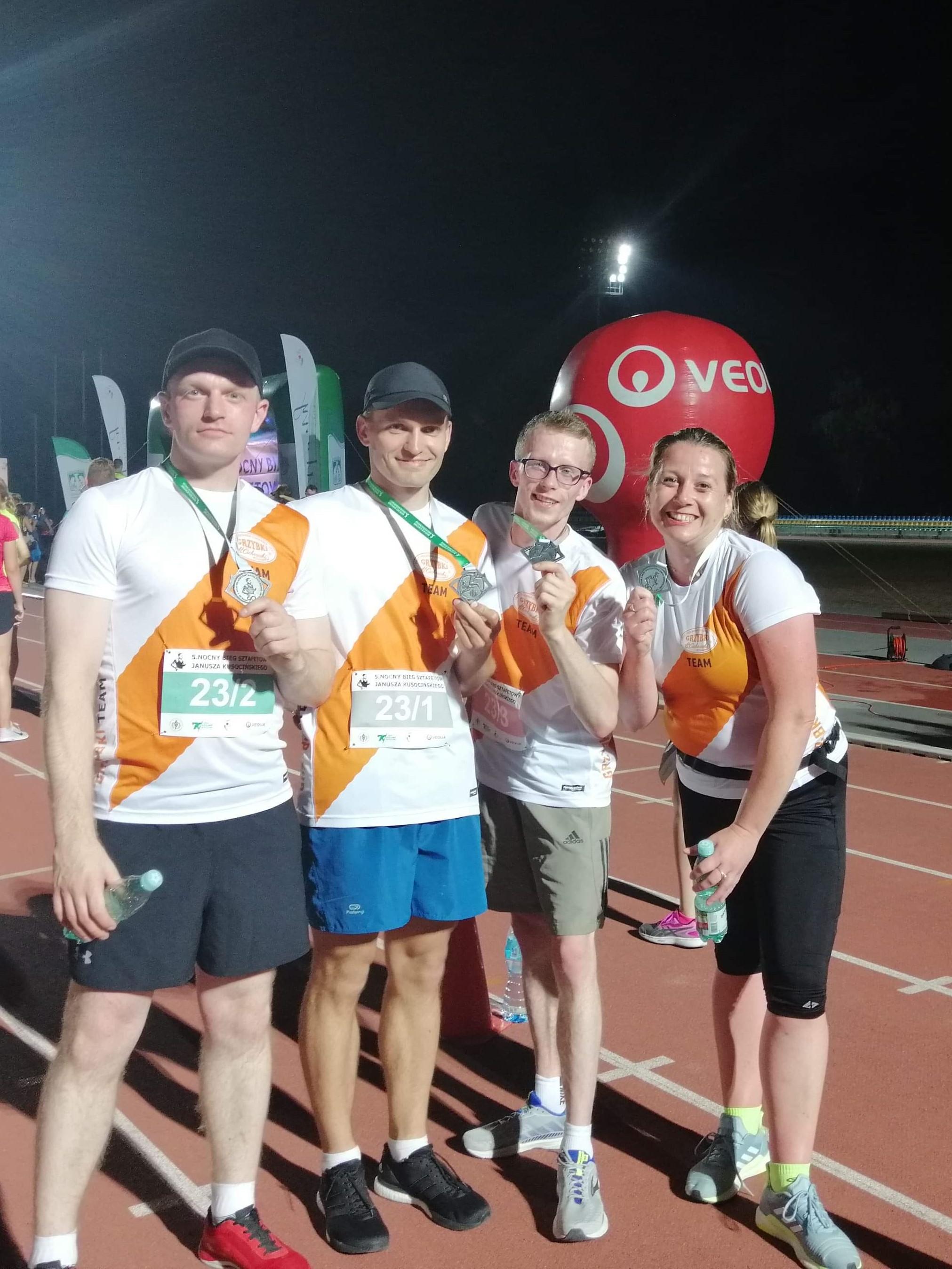 Grzybki Team zajął 26 miejsce na 87 drużyn!   5. Nocny Bieg Sztafetowy Janusza Kusocińskiego - Warszawa 21 czerwca 2019r.